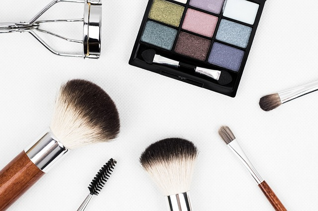 Who Makes More Money—Women Who Wear Makeup or Women Who Do not?